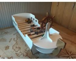 Кровать корабль со штурвалом