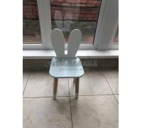 Детский стул уши зайца голубого цвета с носочками