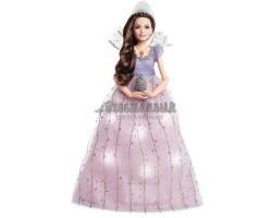 Клара в сверкающем платье